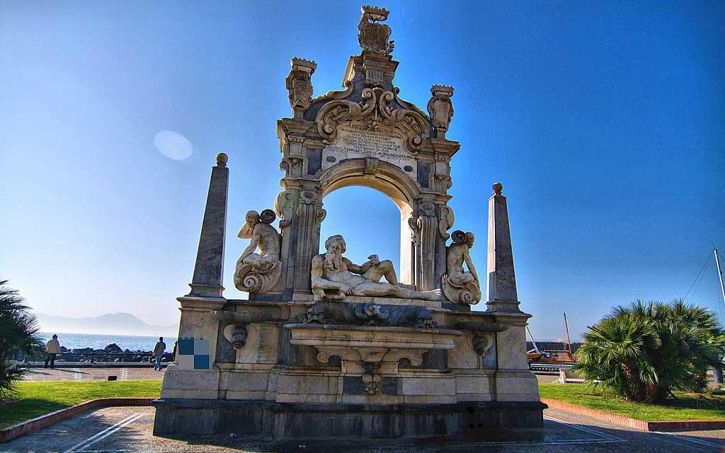 Fontana del Sebeto all'inizio di Mergellina