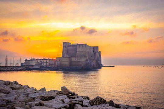 Il Castel dell'Ovo di Napoli, visto dal lungomare